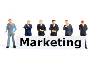 الفرق بين التسويق الالكتروني و التسويق العادي
